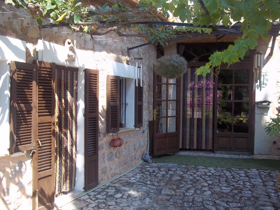 Espl ndida casa se orial en fornalutx agencia for Inmobiliaria mallorca se alquila
